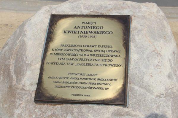 Odsłonięcie tablicy pamiątkowej poświęconej Panu Antoniemu Kwietniewskiemu